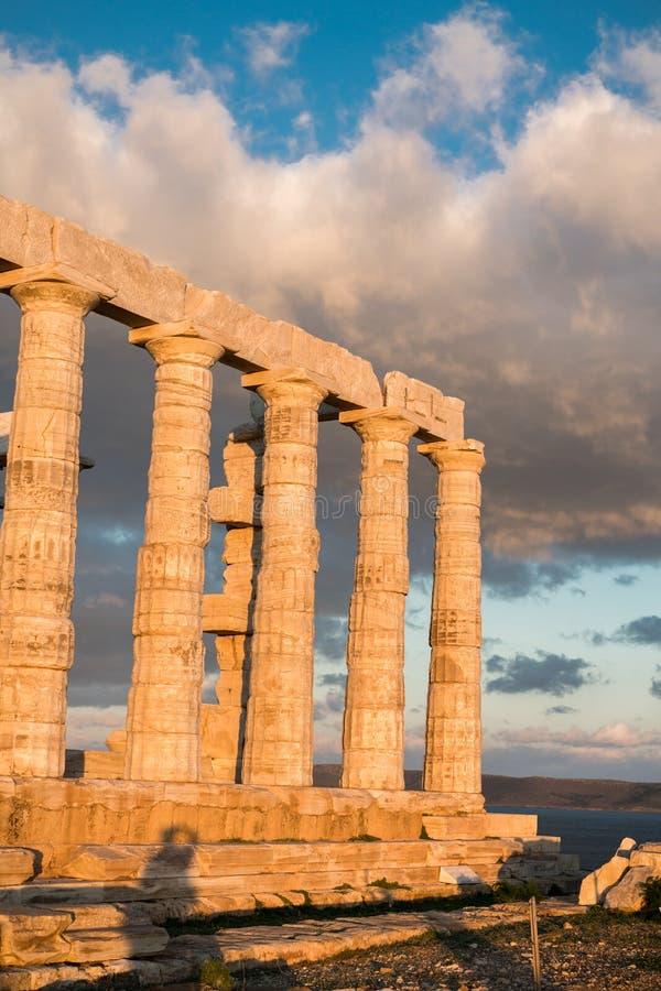 Sounion, świątynia Poseidon w Grecja, zmierzch Złota godzina obraz stock