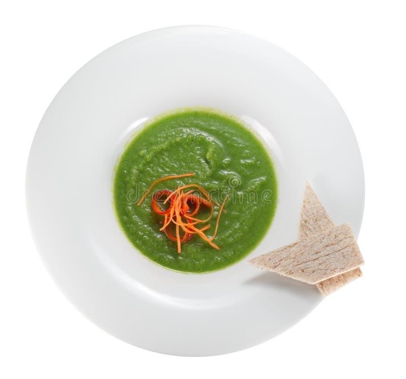 Soupe à brocoli dans un plat images stock
