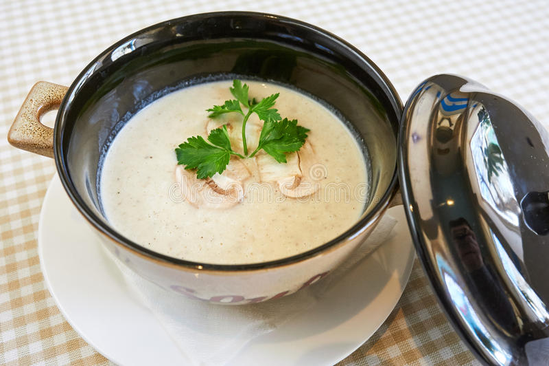Soupe à champignons crémeuse images libres de droits