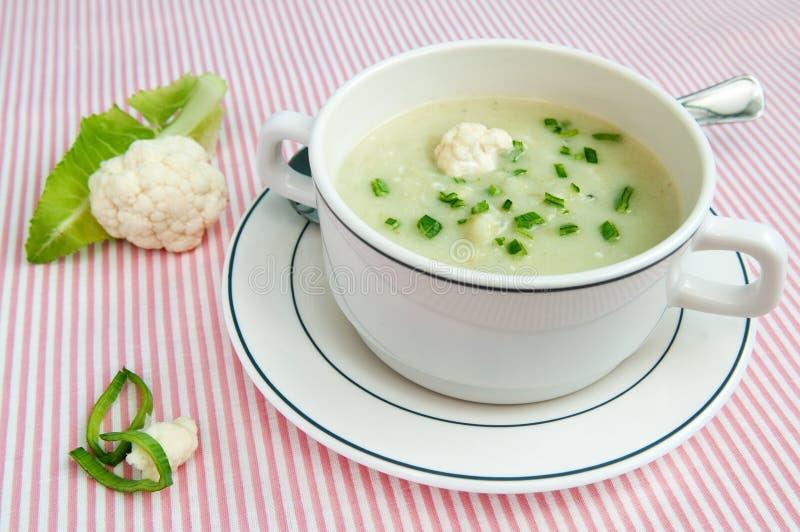 Soupe à chou-fleur images libres de droits
