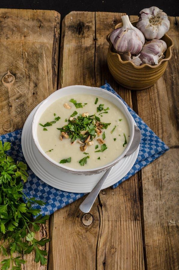 Soupe à chou-fleur avec du fromage bleu photo libre de droits