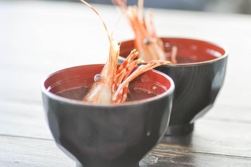 Download Soupe à Crevette Sur La Table Image stock - Image du viande, nourriture: 76083743