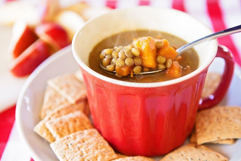 Soupe à lentille et à patate douce photographie stock