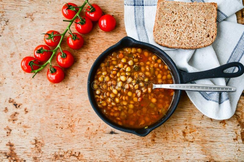 Soupe à lentille faite maison de Brown photographie stock libre de droits