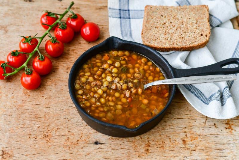 Soupe à lentille faite maison de Brown photo libre de droits