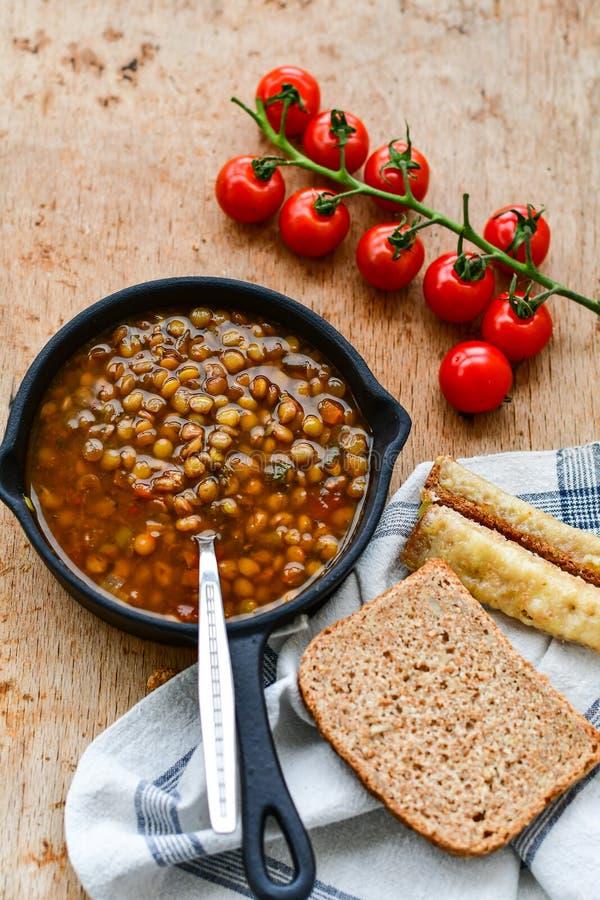 Soupe à lentille faite maison de Brown image stock