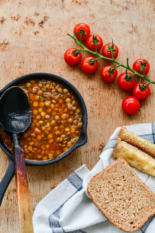 Soupe à lentille faite maison de Brown photos stock