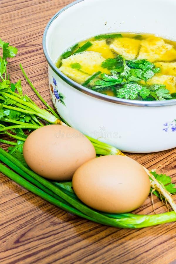 Soupe à omelette image libre de droits