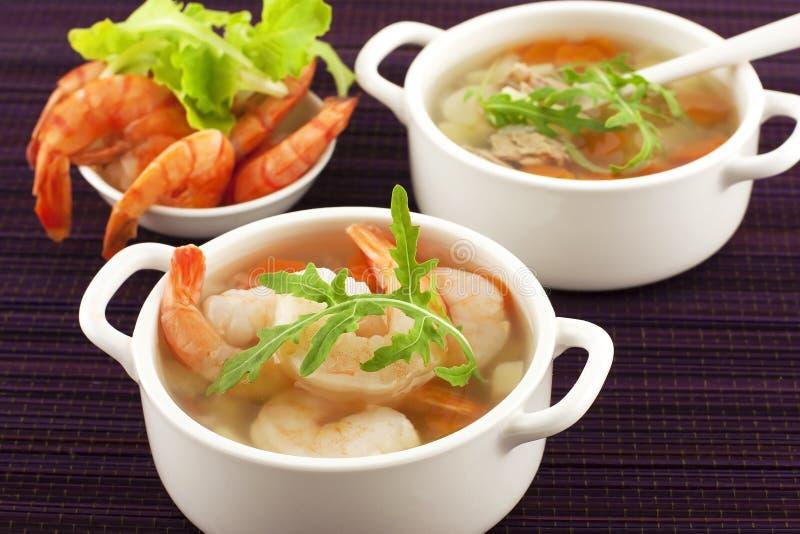 Soupe à poissons avec des légumes images libres de droits