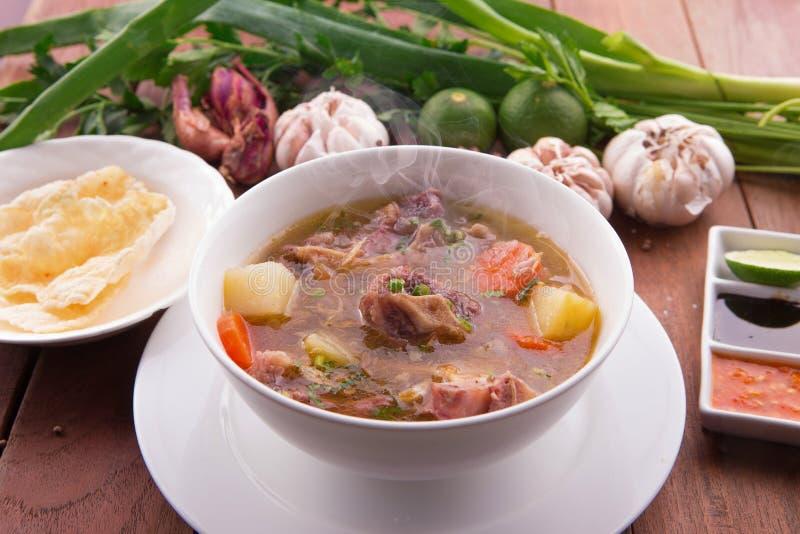 Soupe à queue de boeuf indonésienne ou concession Buntut photo stock