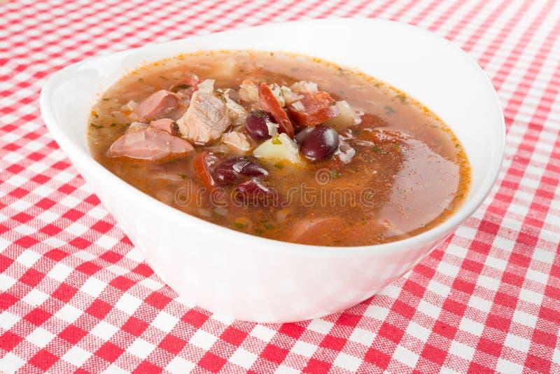 Soupe à saucisse avec des haricots photos stock