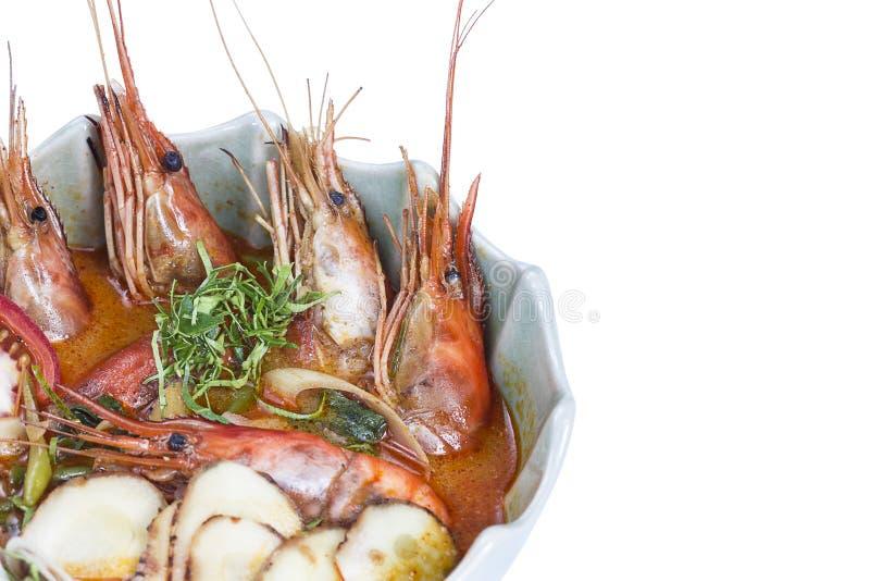 Soupe à Tom Yum, une soupe épicée traditionnelle thaïlandaise à crevette rose images stock