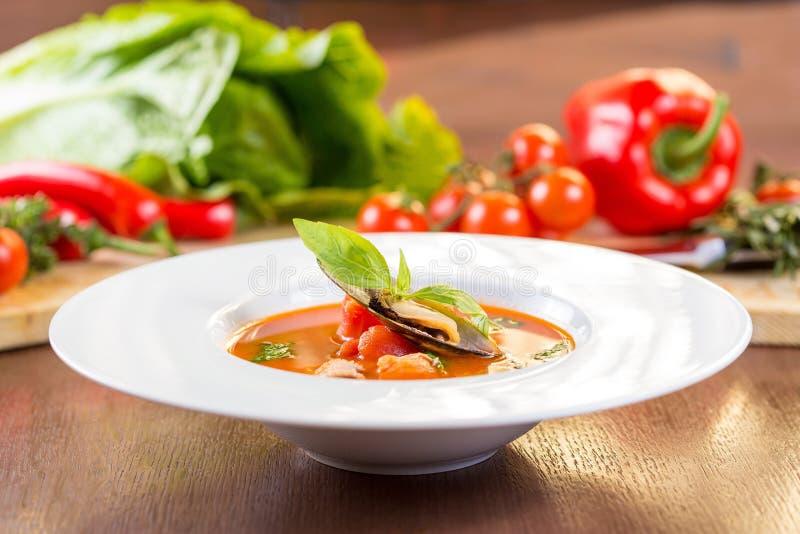 Soupe à tomate de fruits de mer photo libre de droits