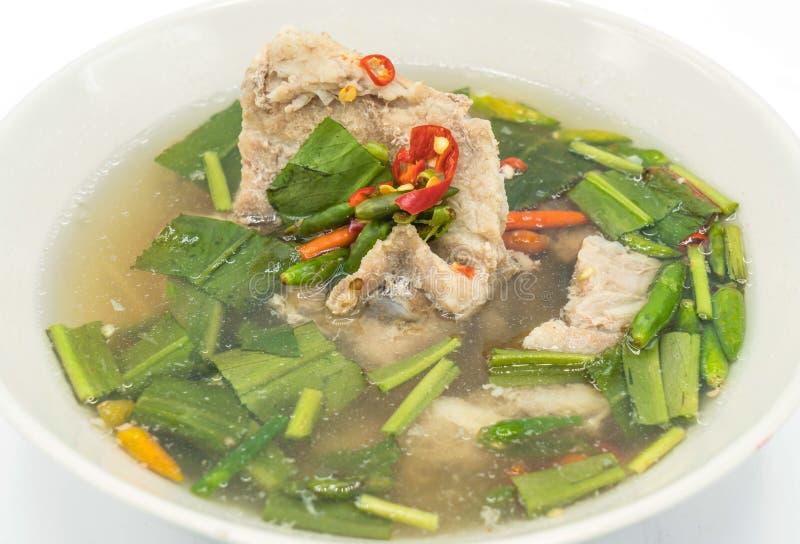 Soupe épicée à côte de découvert de porc photographie stock libre de droits