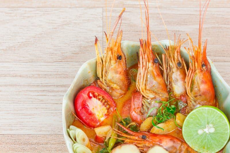 Soupe épicée à Tom Yum avec des crevettes image stock