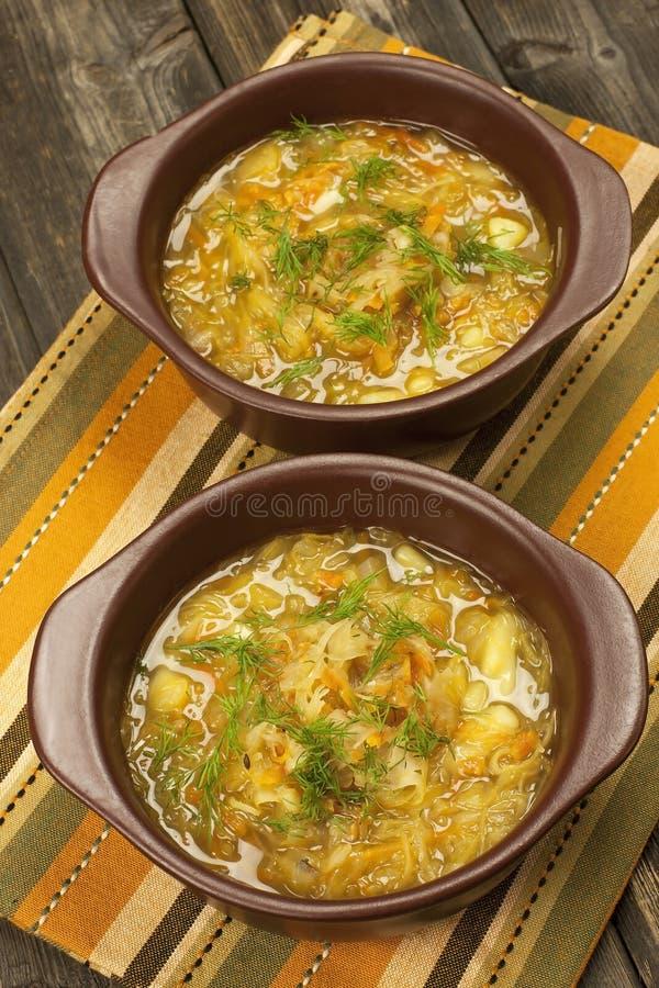 Soupe aigre russe traditionnelle à chou photos stock