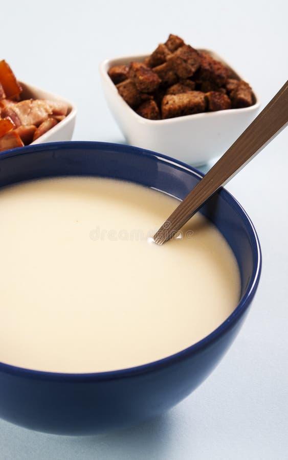 Soupe aux pommes de terre lisse et crémeuse images libres de droits