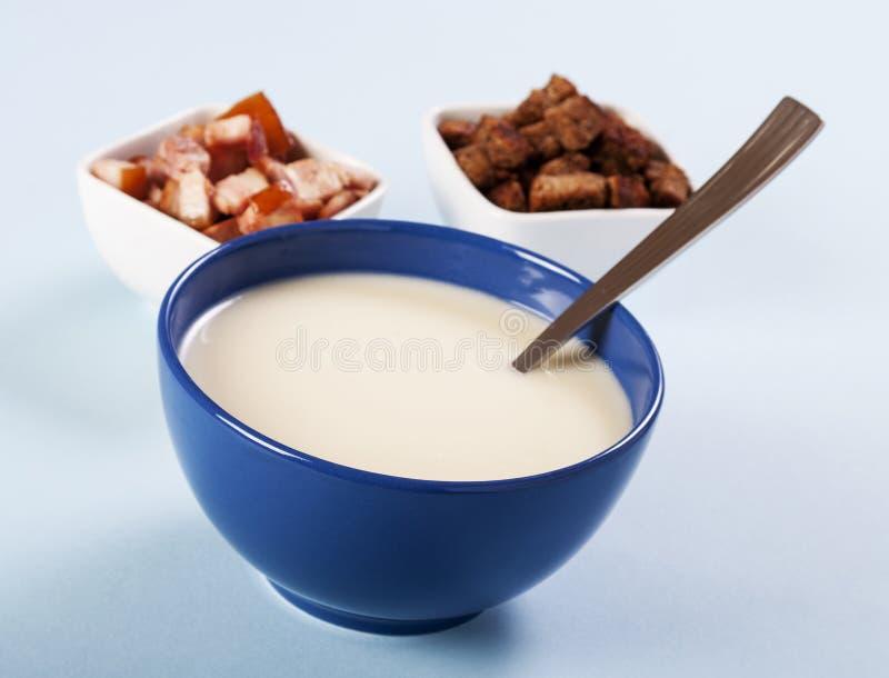 Soupe aux pommes de terre lisse et crémeuse photographie stock