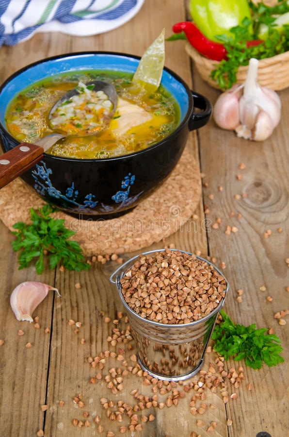 Soupe avec le gruau de sarrasin photo libre de droits