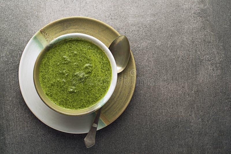 Soupe avec le l?gume et les herbes photo libre de droits