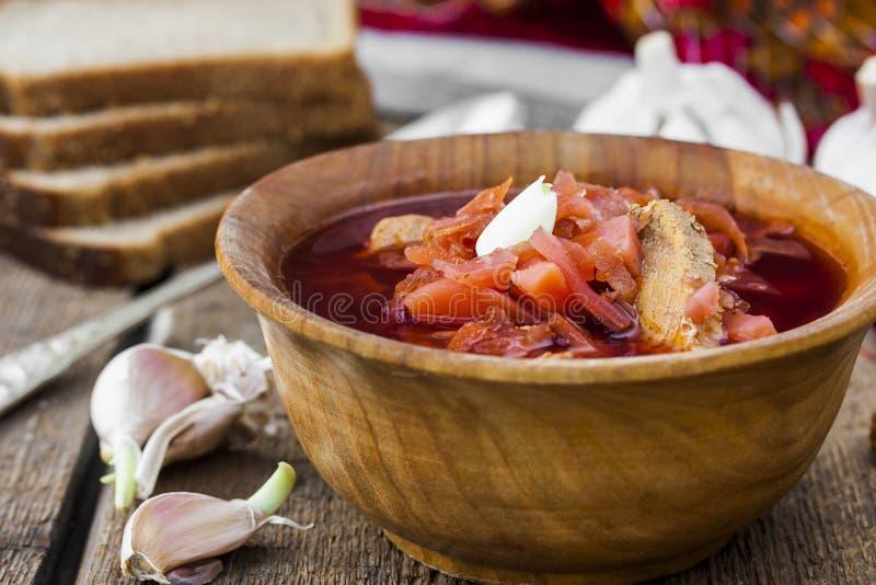 Soupe avec les betteraves rouges Borsch traditionnel russe images libres de droits