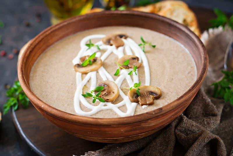 Soupe crème à champignon Nourriture de Vegan Carte diététique photographie stock