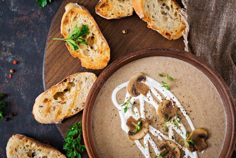 Soupe crème à champignon Nourriture de Vegan Carte diététique Vue supérieure images libres de droits