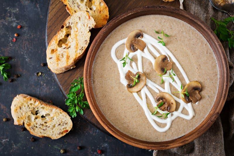Soupe crème à champignon Nourriture de Vegan Carte diététique Vue supérieure photo stock