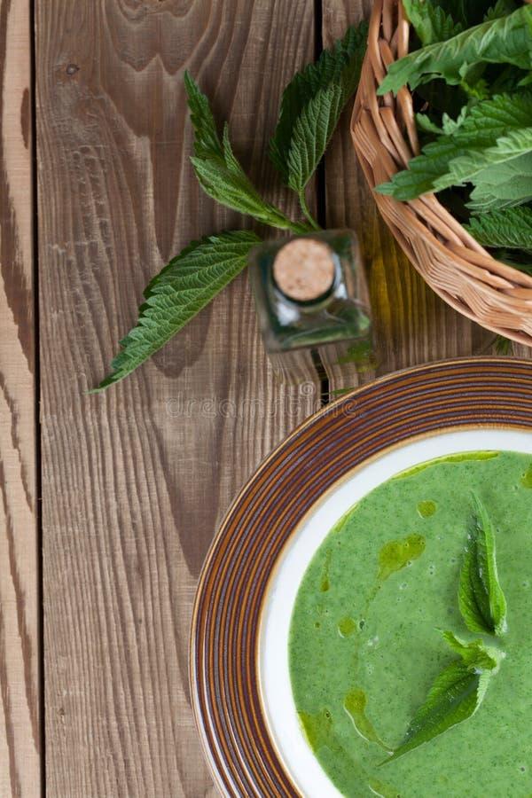 Soupe crème à ortie photos stock