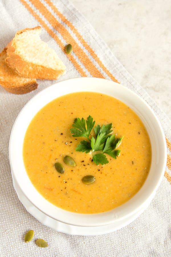 Soupe crème à potiron images stock