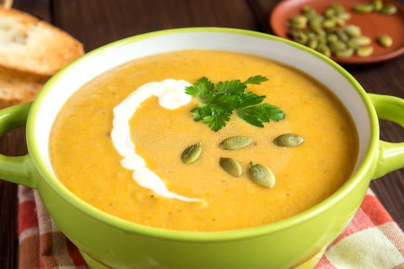 Soupe crème à potiron image stock