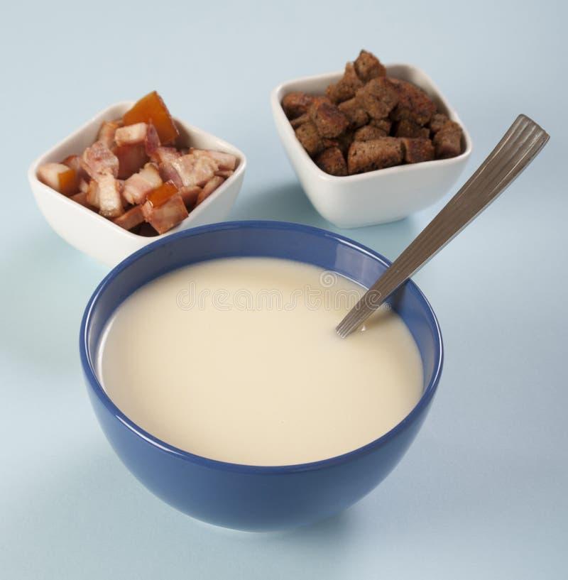 Soupe crème aux pommes de terre photographie stock