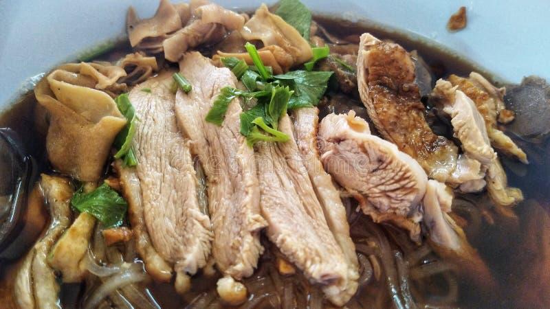 Soupe de nouilles de canard, nouilles préférées chinoises images stock
