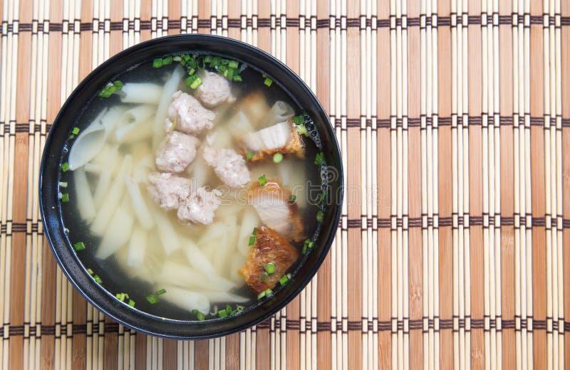 Download Soupe De Nouilles De Porc Sur La Table En Bois Photo stock - Image du korea, manger: 87709472
