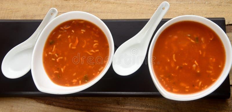 Soupe de nouilles de tomate photos stock
