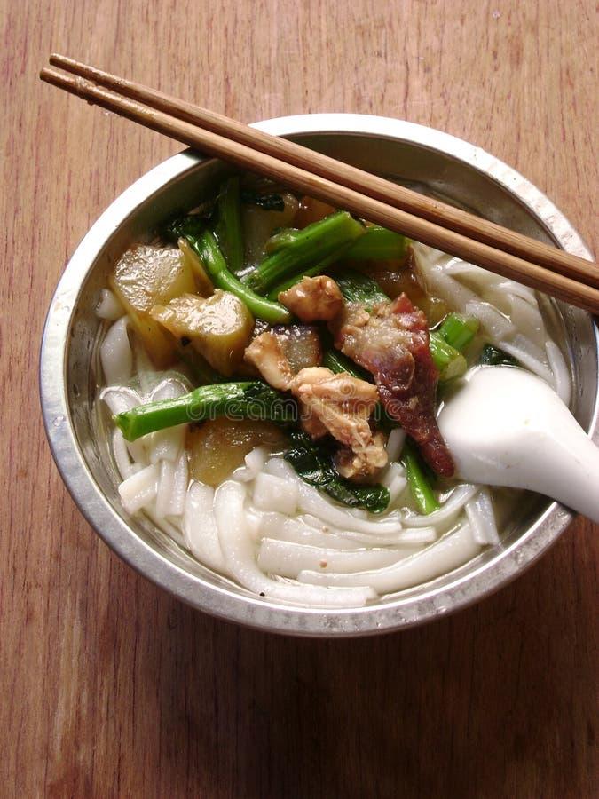 Soupe de nouilles thaïlandaise de riz de protection photographie stock libre de droits