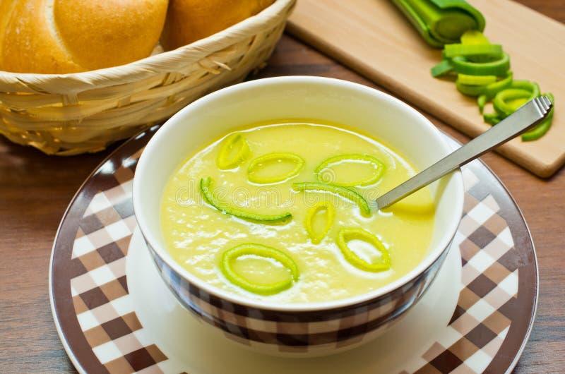 Soupe fraîche à poireau photo libre de droits