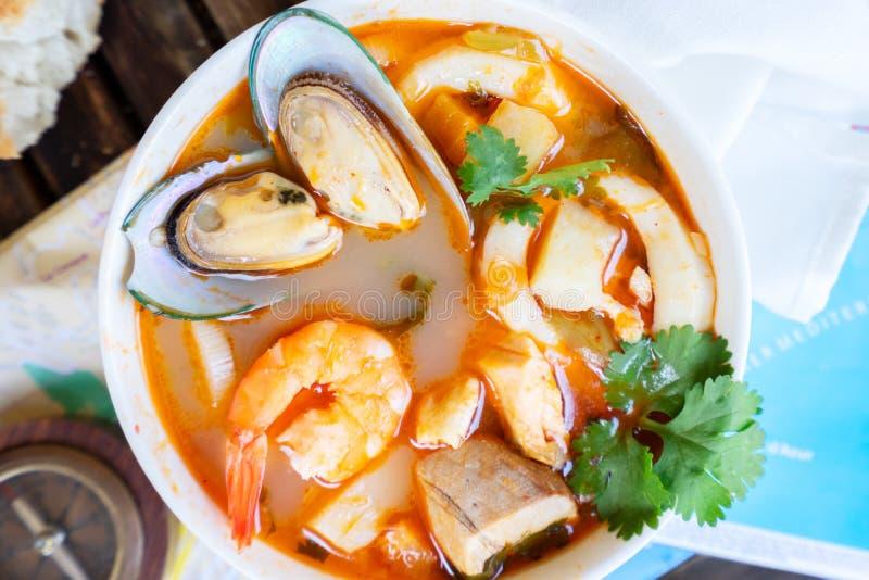 Soupe française à fruits de mer de bouillabaisses image stock