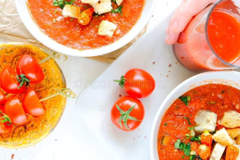 Soupe froide espagnole - gazpacho images stock