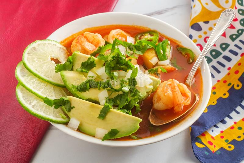 Soupe mexicaine épicée à crevette photographie stock