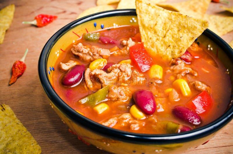 Soupe mexicaine avec des tacos photos stock