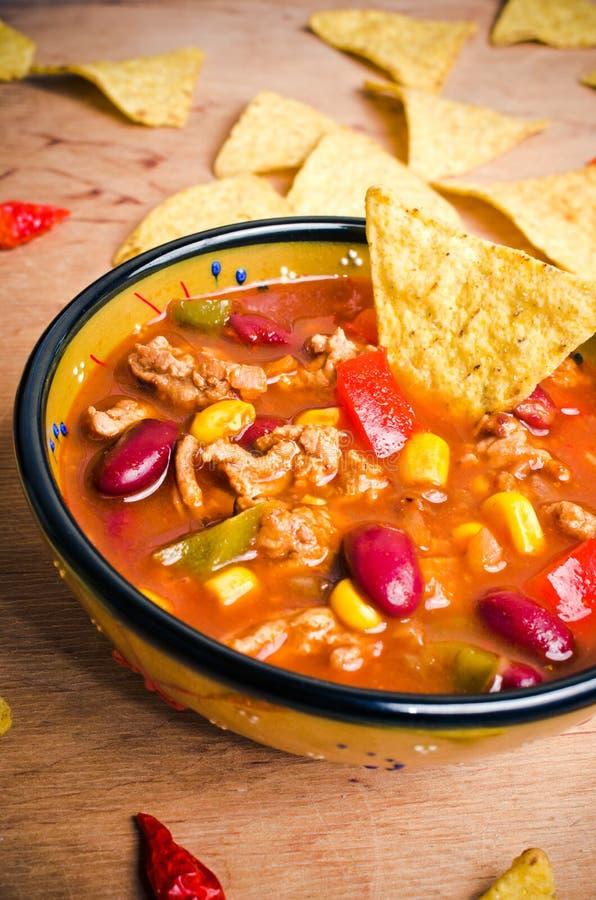 Soupe mexicaine avec des tacos photographie stock