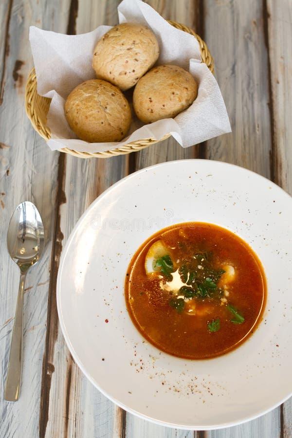 Soupe ukrainienne ou russe à borscht avec du pain photographie stock