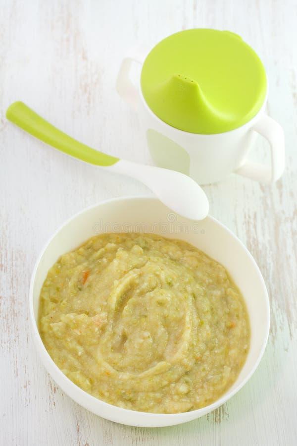 Soupe végétale à bébé photos stock
