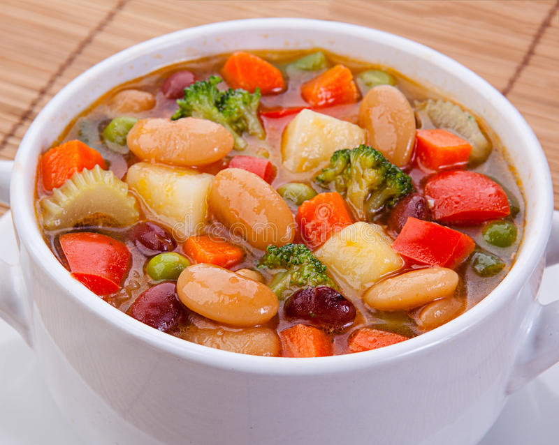 Download Soupe Végétarienne à Régime Délicieux Sur La Table Image stock - Image du sain, poulet: 45362879