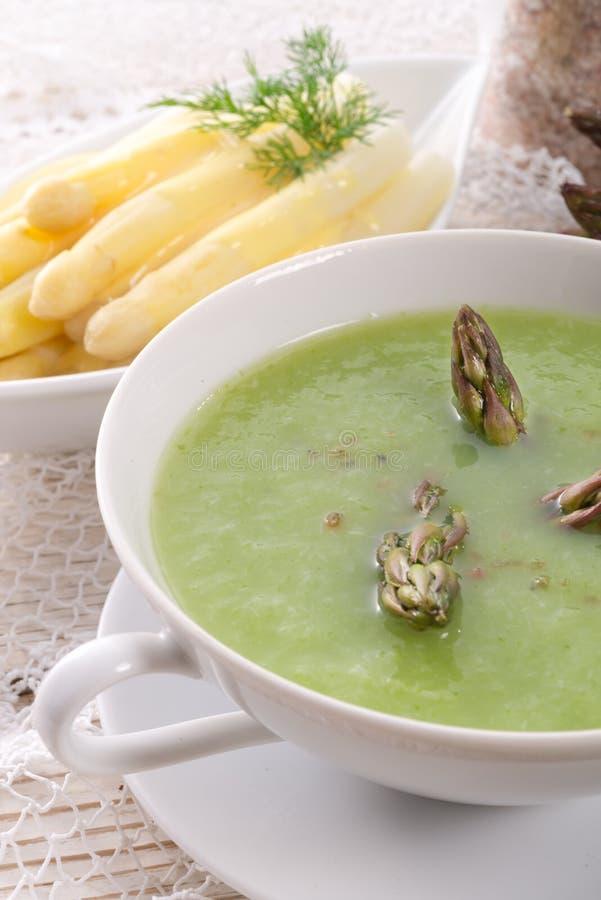 Soupe verte à asperge images stock