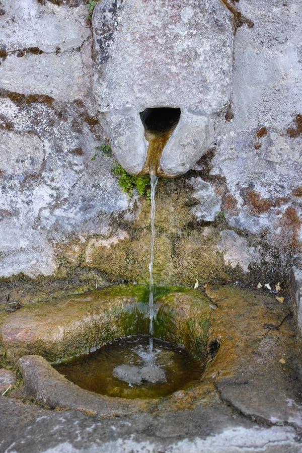 Source d'eau en pierre photos libres de droits