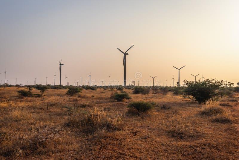 Source de moulins à vent d'énergie renouvelable image libre de droits