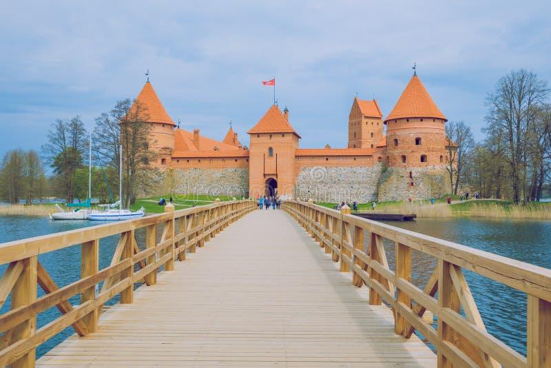 Source en Lithuanie Vieux château de vue dans Trakai photos stock