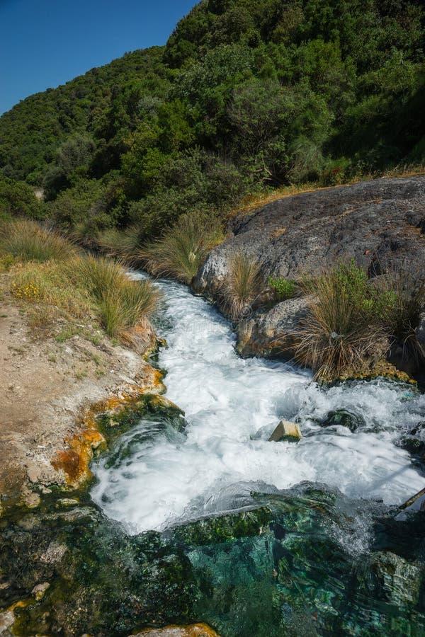 Sources thermales pittoresques dans des thermopiles, la Grèce image libre de droits